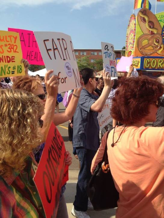 WMU faculty rally on September 5, 2014. (Photo by Chris Nagel.)